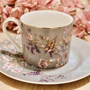 tasse et sous tasse porcelaine gravé