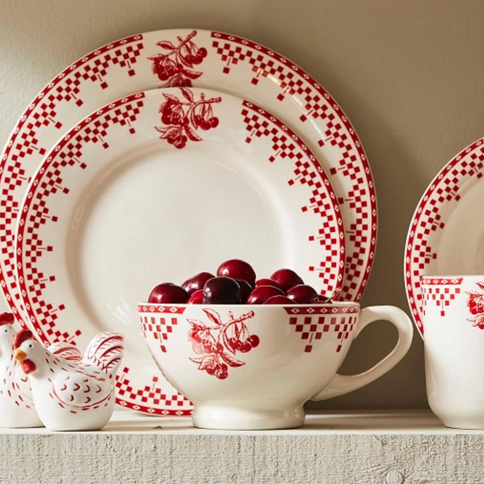 service de table vaisselle damier rouge comptoir de famille