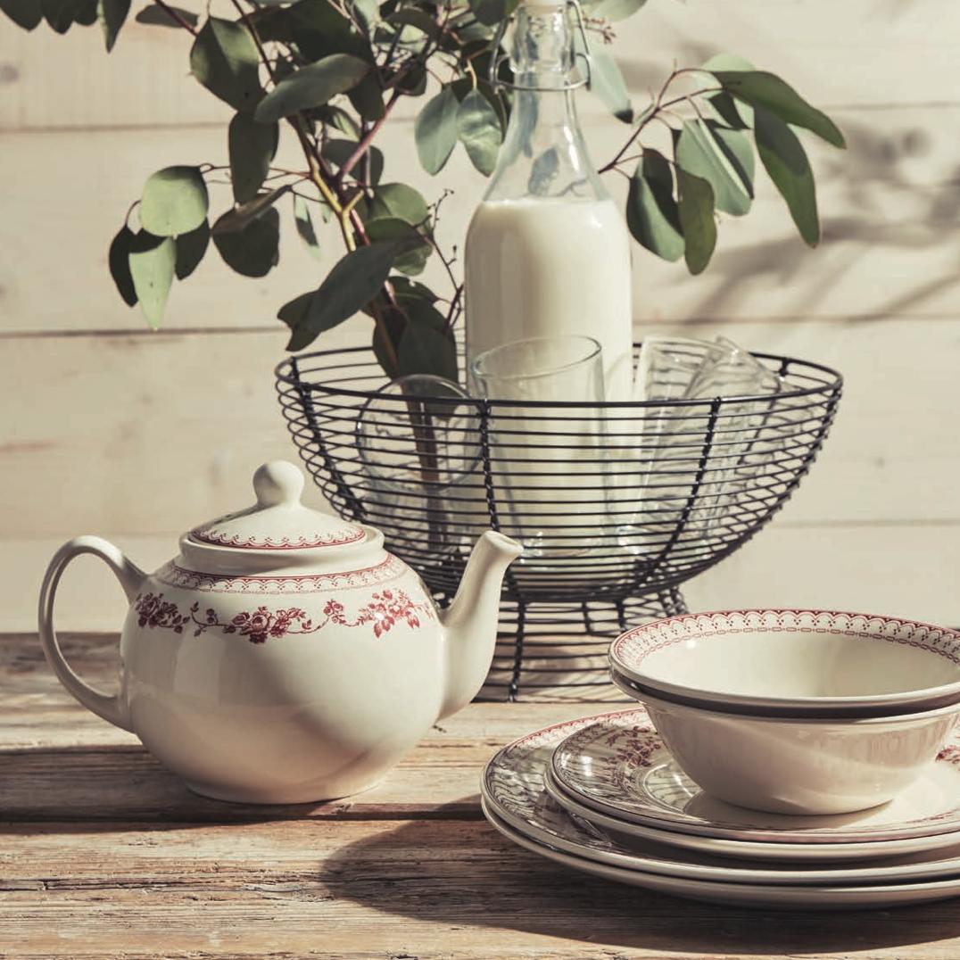 vaisselle Faustine blanc cassé et rouge comptoir de famille