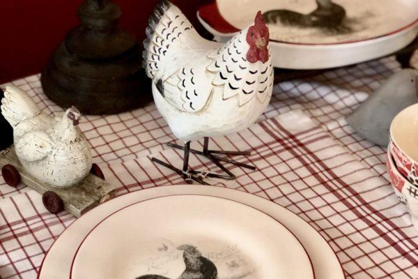 art de la table nappe vichy rouge et poule style campagne restaurant