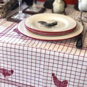 nappe vichy blanche et rouge style campagne avec poule
