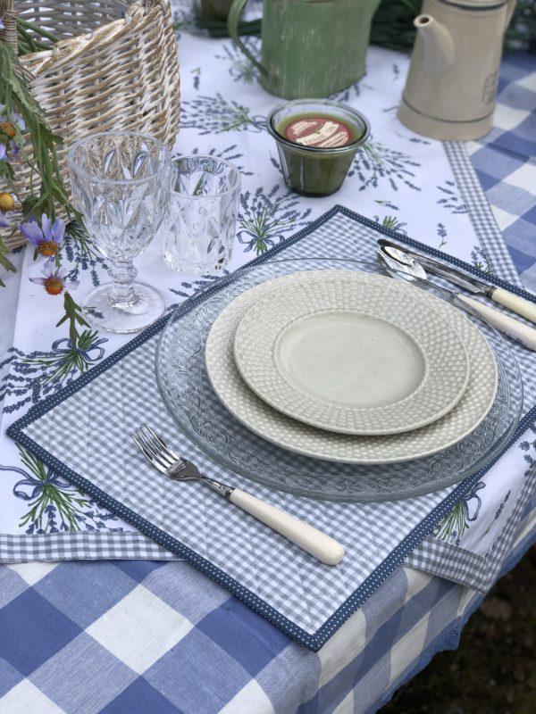 linge de table vichy bleu et blanc pour l'été