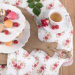 nappe à fleurs blanche et rose liseré vichy rouge clayre en eef style romantique